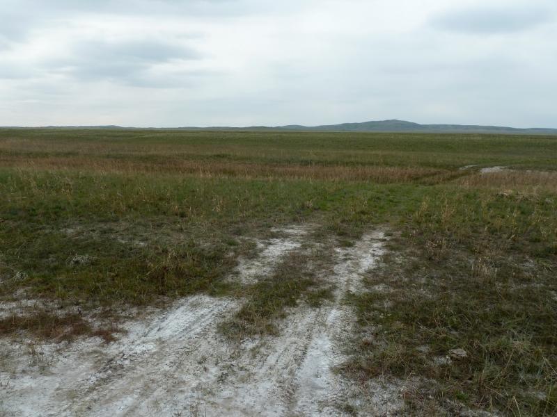20120507. Окраинами мелкосопочника: долина солёных и щелочных озёр у гор Топлак.
