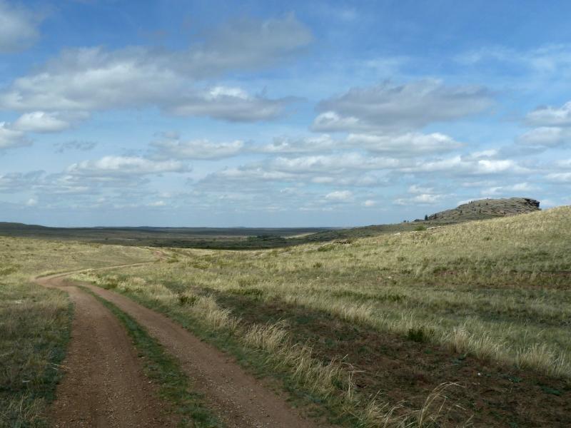 20120508. В Баянаул: дорога у озера Биржанколь.