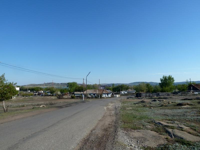 20120509. Улица посёлка Баянаул.