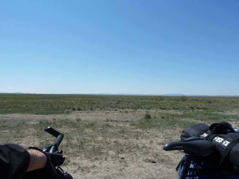 20120510. Степями до Курчатова: здесь граница Павлодарской и Карагандинской областей.