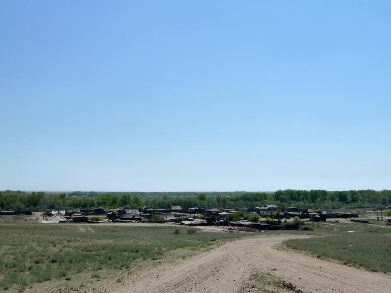 20120512. Из Курчатова к соснам: село Черёмушки, вид с обрыва.