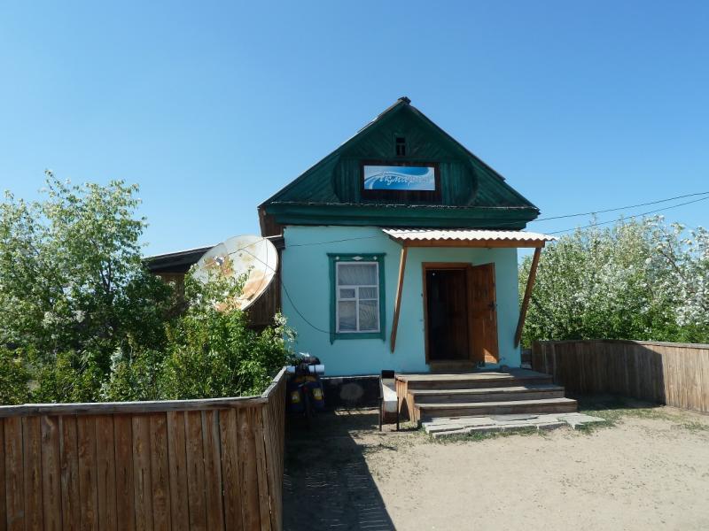 20120512. Из Курчатова к соснам: магазин в селе Мостик.