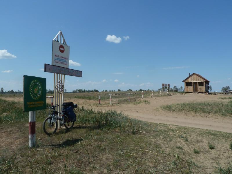 20120513. Сосновыми борами ВКО: КПП у солончаковой котловины села Ундурус.