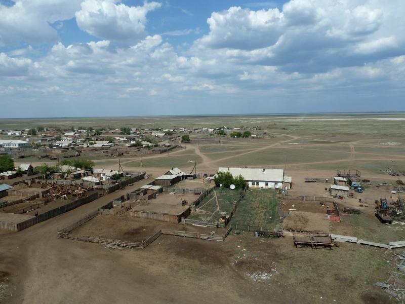 20120514. На Майкарагай: вид на село Жабагыль с пожарной вышки.