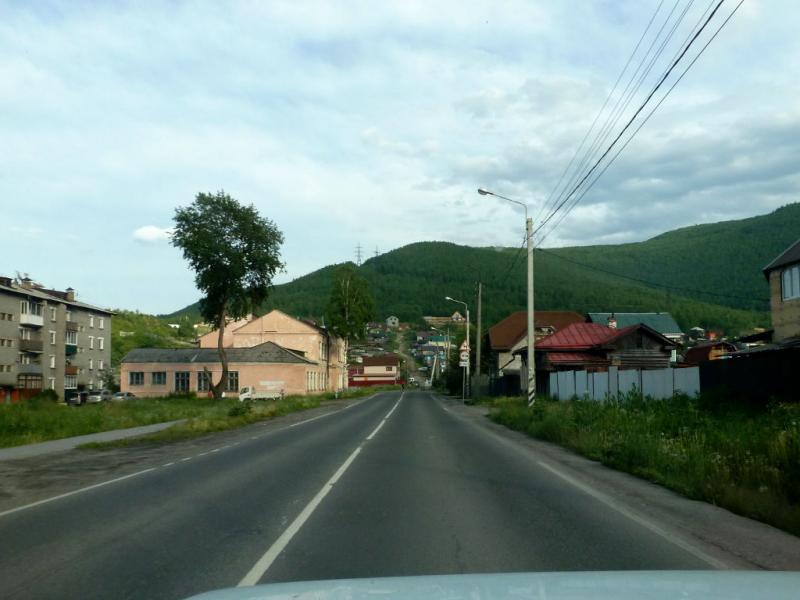 20180623. Проезжаем через неприглядный транзитный посёлок Култук.