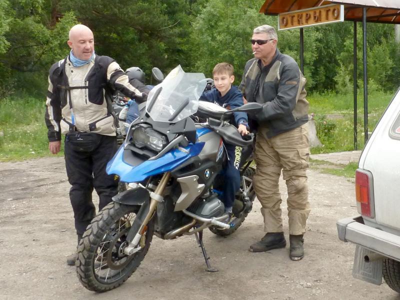 20180624. Мой сын Артём на мотоцикле австралийских путешественников.