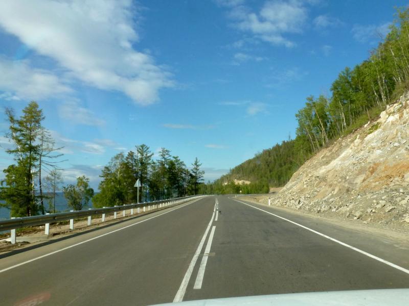 20180624. Прекрасное шоссе вдоль восточного берега озера Байкал, на круче безымянного горного хребта.