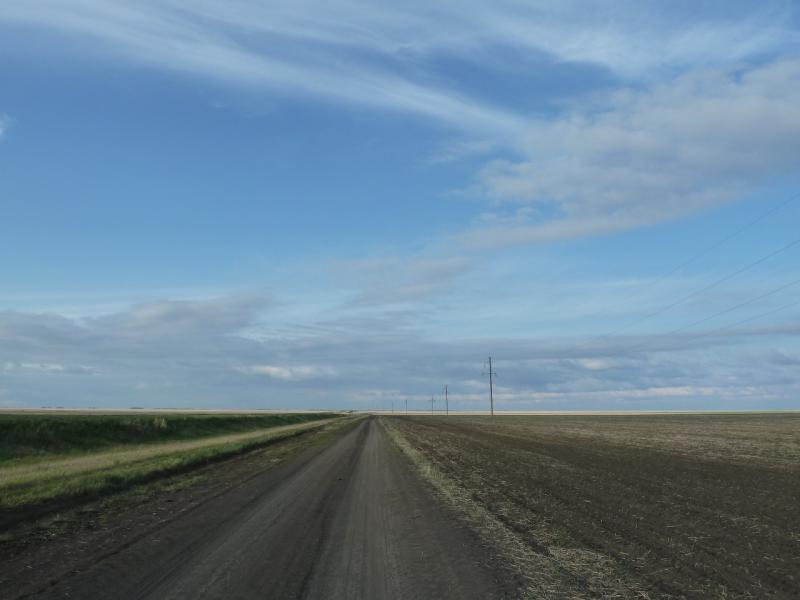 20120521. Пограничными местами: полевая дорога Новокузьминка-Озёрное.