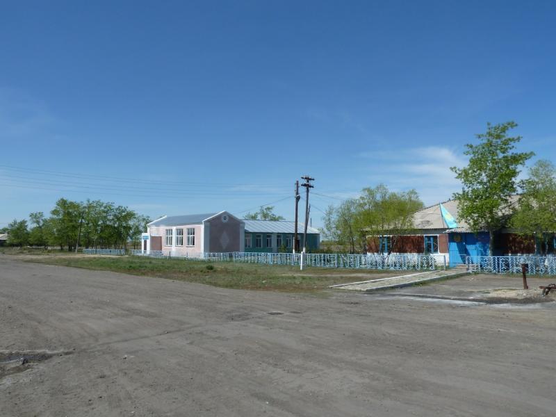 20120522. Сухопутным полуостровом: административный центр села Озёрное.