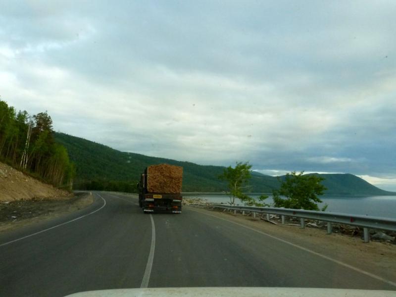 20180625. На шоссе скалистым восточным берегом озера Байкал.