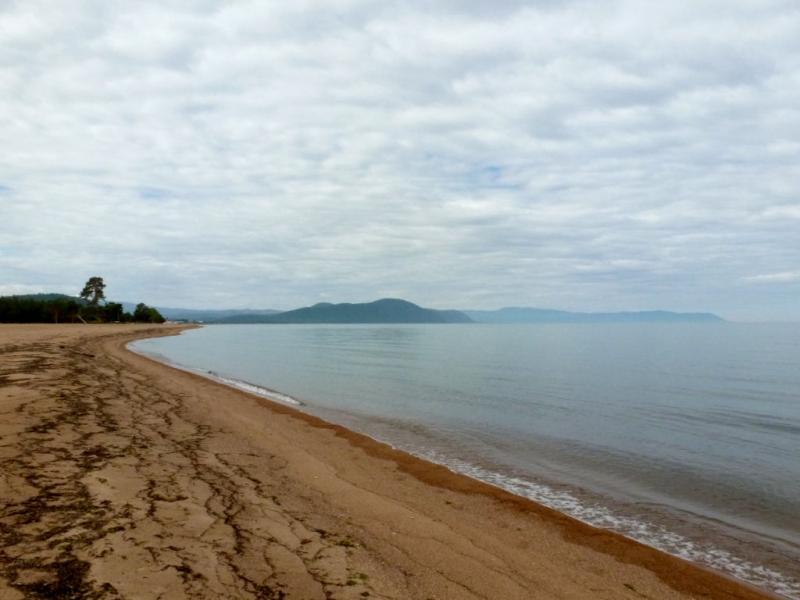 20180626. Пляж у мыса Гремячинский, на восточном берегу озера Байкал.