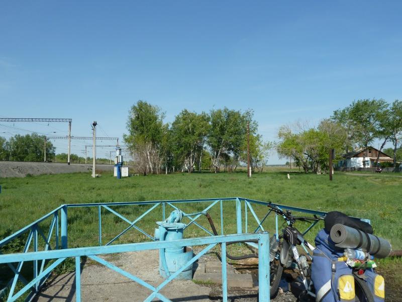 20120524. На запад, к Иртышу: водонапорная колонка на станции Урлютюб.