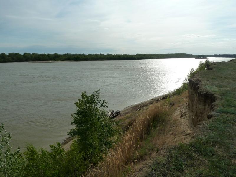 20120524. На юг, вдоль Иртыша: у обрыва, неподалеку от села Башмачное.