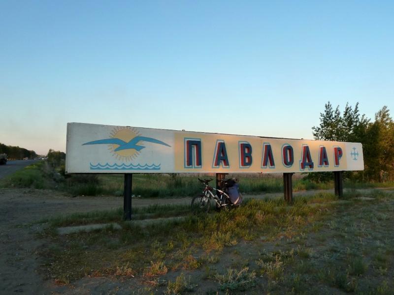 20120525. Домой, в Павлодар: почти дома, на границе города за рекой Иртыш.