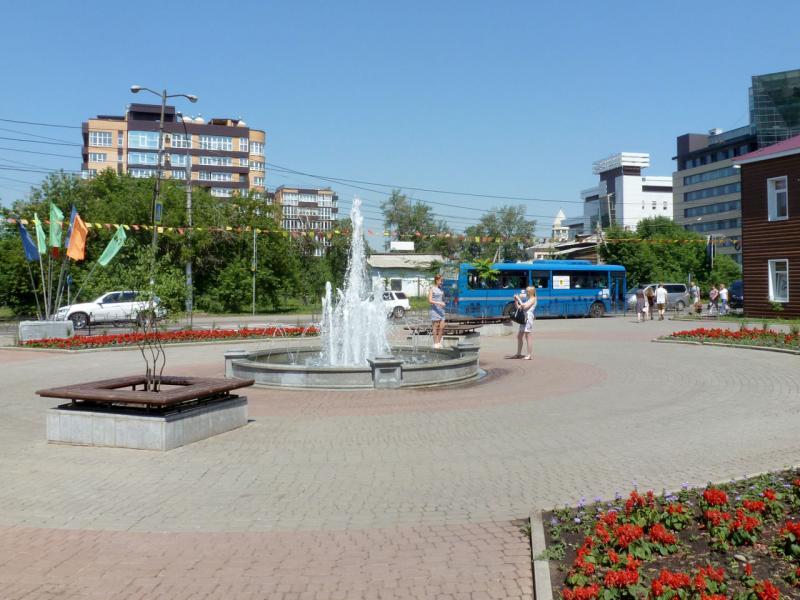20180627. Иркутск. Мини-площадь с фонтаном на улице Степана-Разина.