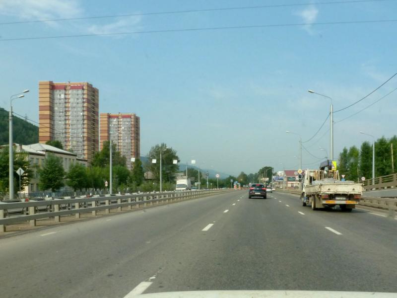 20180628. На Семафорной улице правобережного Красноярска.