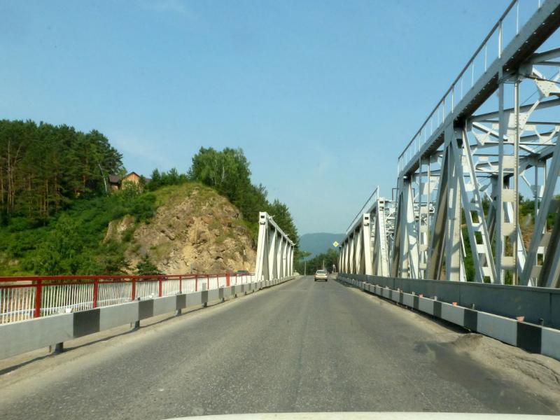 20180628. На мосту через речку Мана, пересекаемую по пути в Дивногорск.