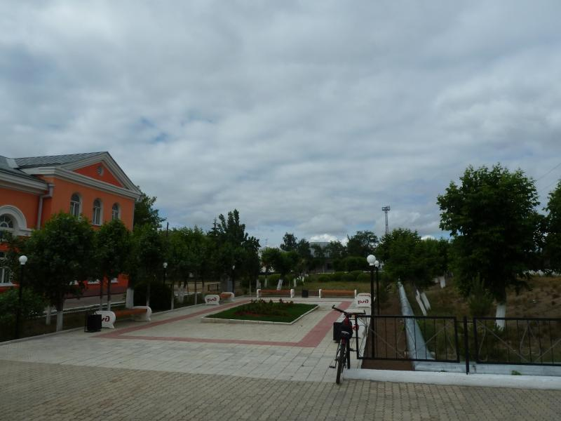20120615. Кулунда. Перрон железнодорожного вокзала.