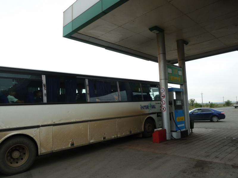 20120615. Павлодар. Высаживаюсь на автозаправочной станции, в нарушении нормативов.