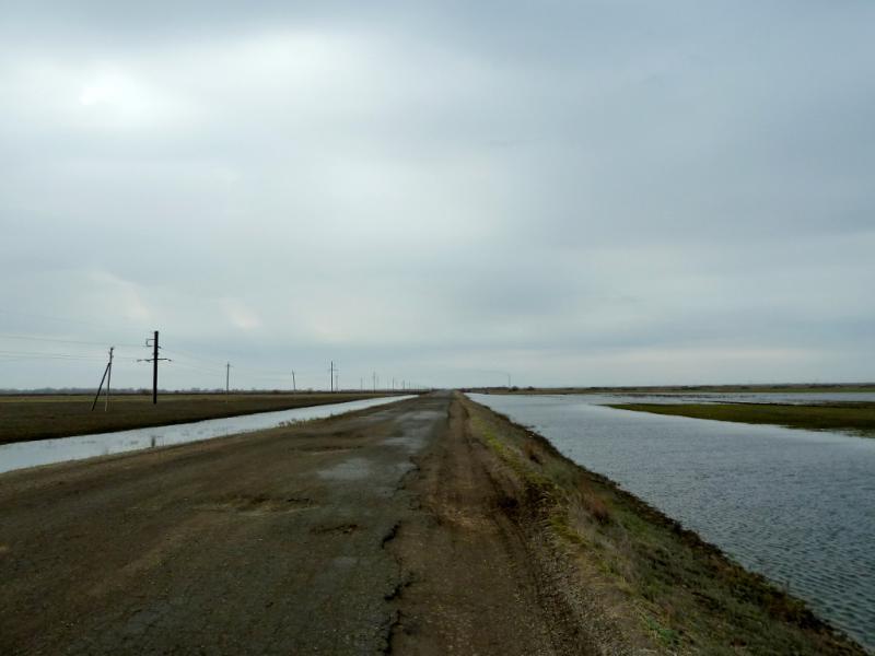 20130421. Старая дорога между посёлком Ленинский и посёлком Аксу.