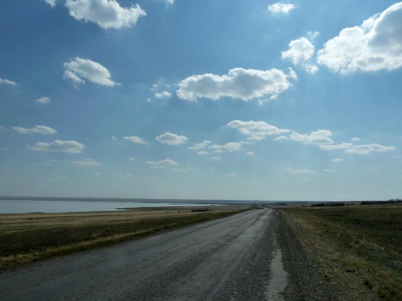 """20130422. Дорога P-27 """"Калкаман - Баянаул"""", вдоль солёного озера Кудайколь."""