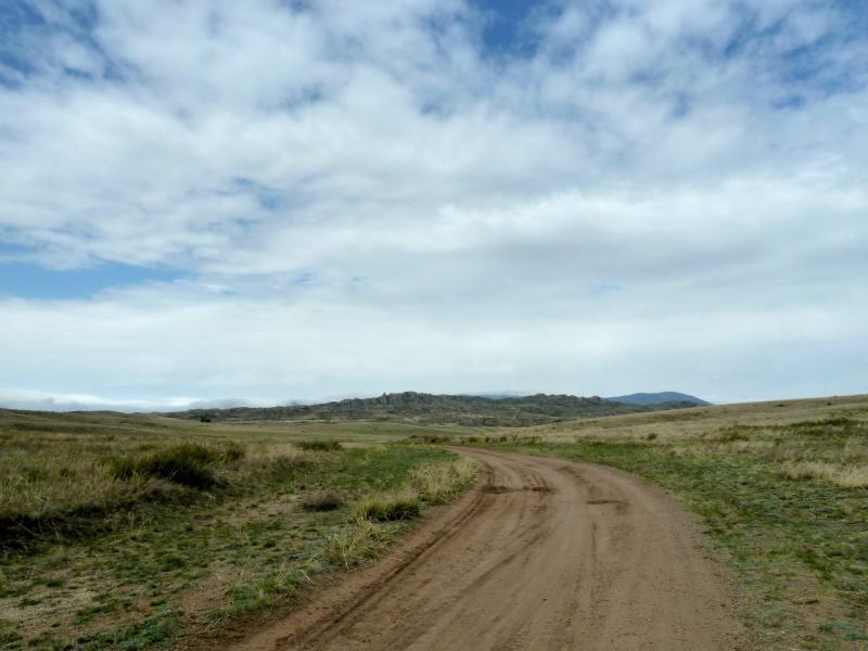20130425. Грунтовая дорога на юг от Баянаула, в мелкосопочник.