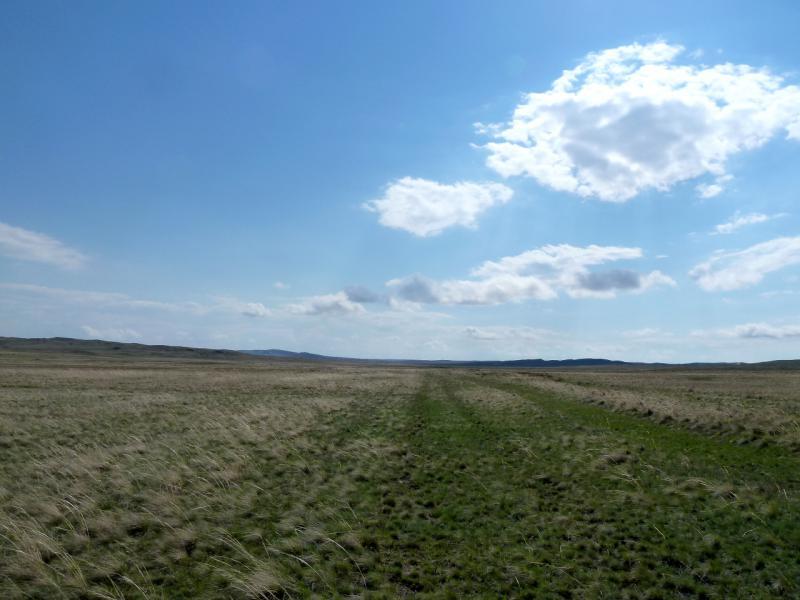 20130425. Заброшенная дорога, между холмов мелкосопочника южнее Баянаула.