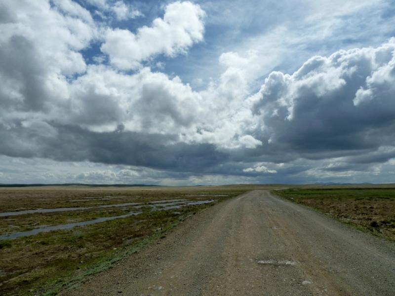 20130428. Грунтовая грейдерная дорога с гор Токпак в село Акжал.