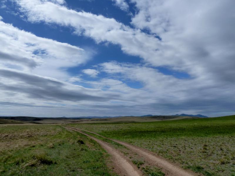 20130429. Грунтовыми дорогами в горах Каражал, неподалеку от озера Сасым.