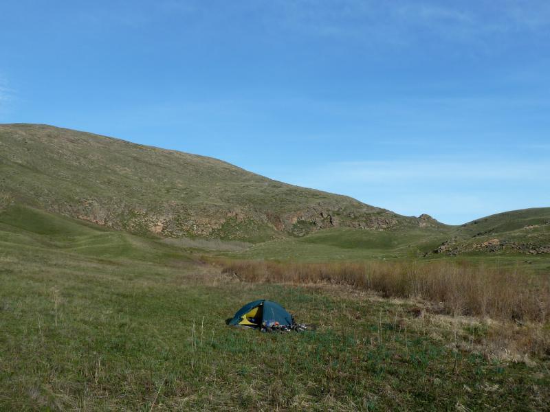 20130502. Вид на место стоянки в долине ручья у горы Мырзашокы.