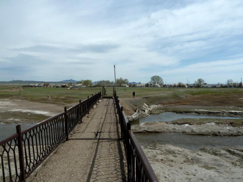 20130502. Пешеходный мост через реку Жарлы, в селе Нуркент.