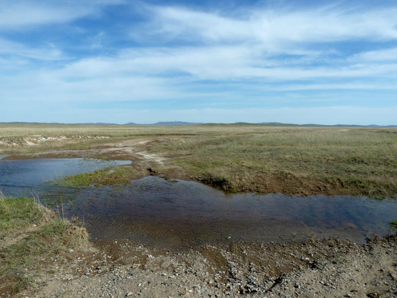 20130502. Брод через один из ручьёв на грунтовой дороге из села Айбыз в Кызылжарык.