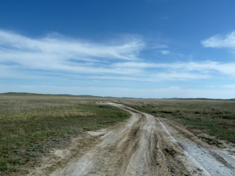 20130502. Грунтовая дорога от села Айбыз в Кызылжарык горами Бортас и Шымылдык.