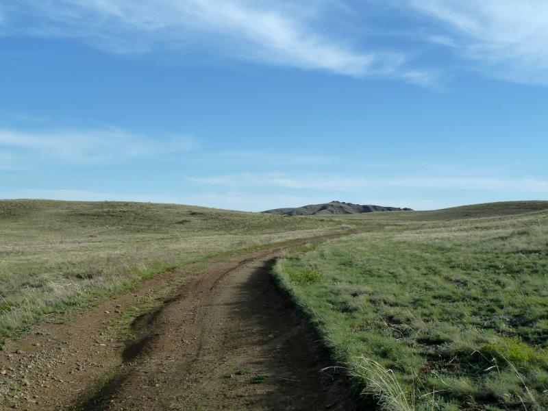 20130502. Грунтовая дорога в Кызылжарык в горах Бортас и Шымылдык.