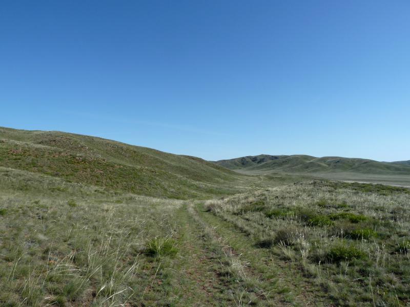 20130503. Грунтовая дорога в горах Бортас и Шымылдык.