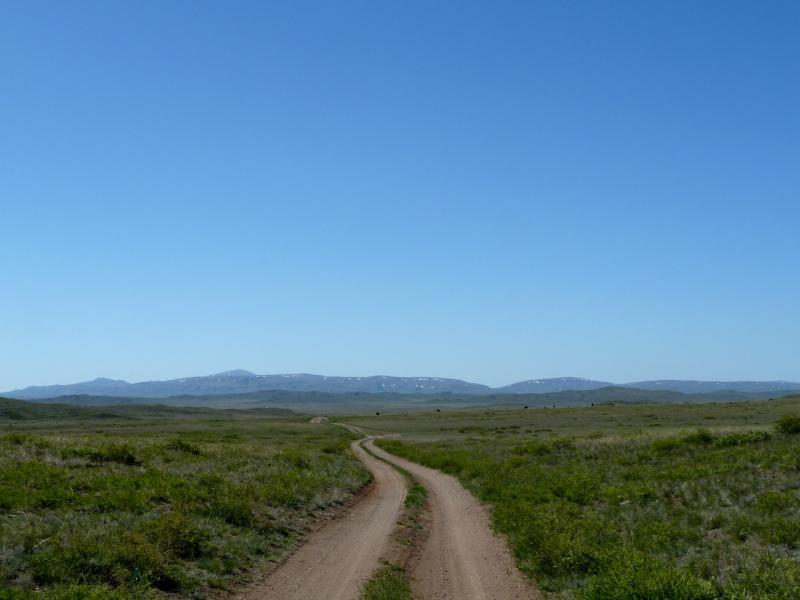20130503. Грунтовая дорога в горах Ельшик и Акшокы.