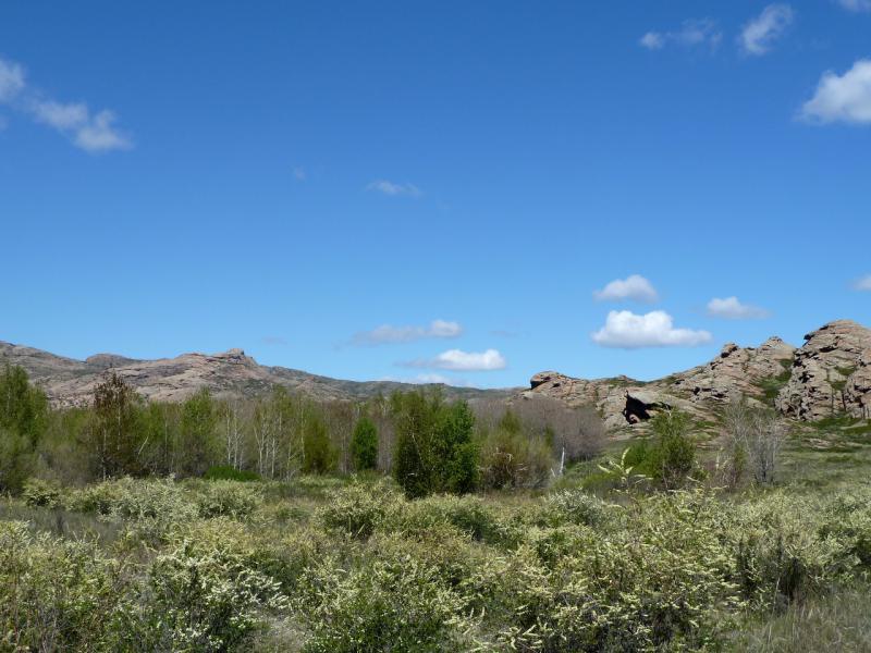 20130504. У подножья гор Мырзакожа у горы Аксоран.