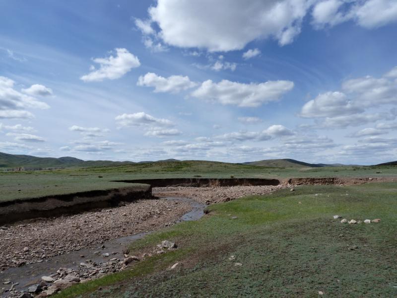 20130504. Один из ручьёв, стекающих с горы Аксоран.
