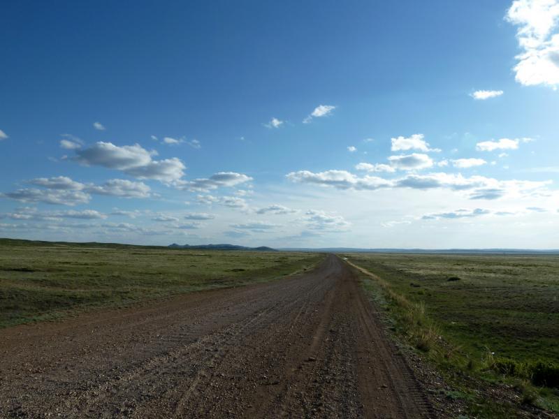 20130504. Последние пять километров грейдерной дороги на Актогай.
