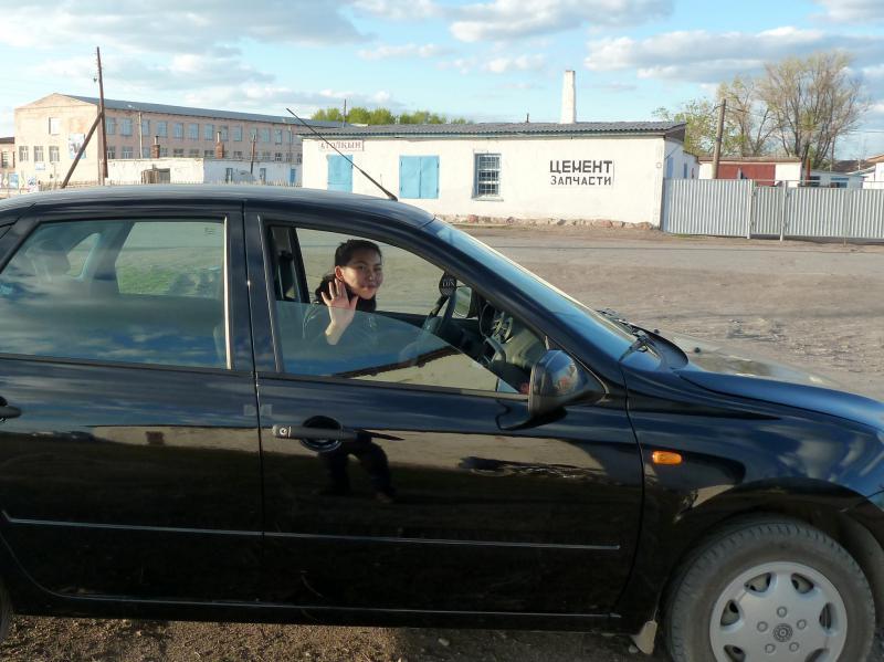 20130504. Девушка, предложившая помощь в селе Актогай.