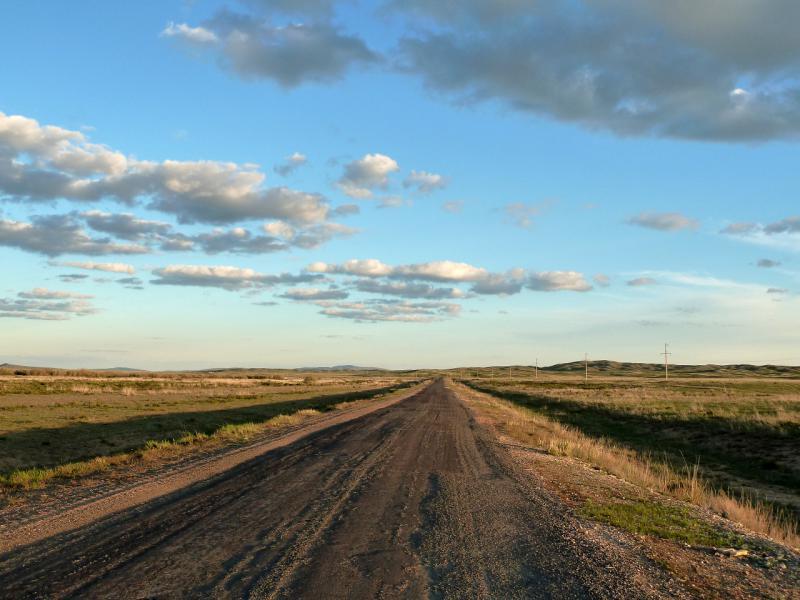 20130504. Асфальтовая дорога на юго-восток из Актогая.