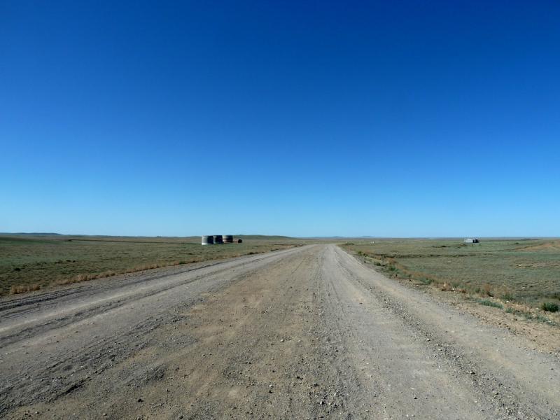 20130506. Грейдерная дорога в горах Козкызыл на Балхаш.