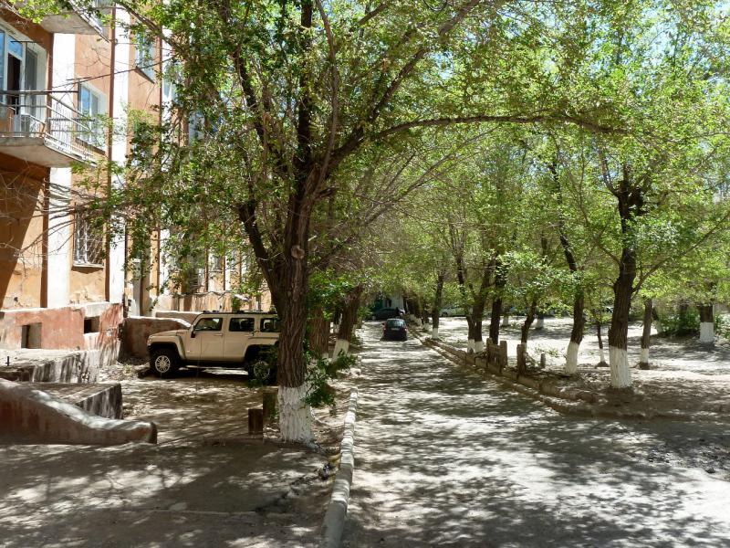 20130507. Во дворах центра города Балхаш.