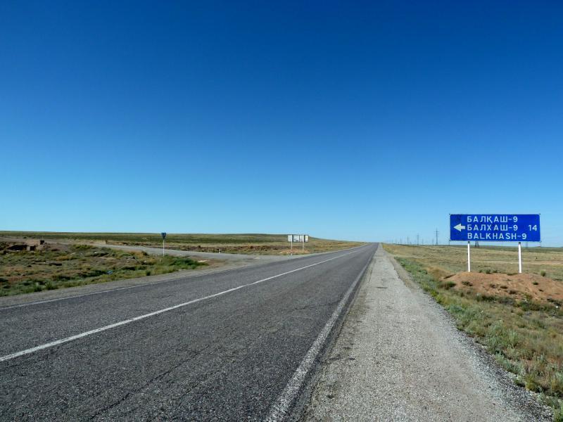 """20130508. Поворот в трассы М-36, на место расположения балхашских радаров """"дальнего обнаружения""""."""