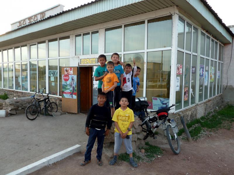 20130508. У магазина в селе Сарышаган.