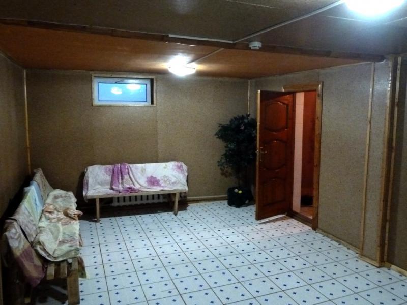 """20130508. Типа """"баня"""" в гостинице рядом с селом Сарышаган."""