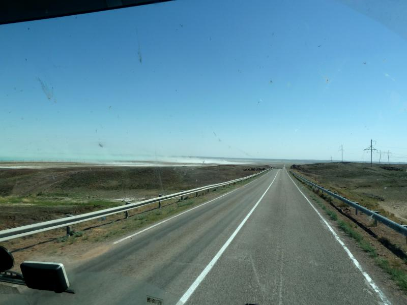 20130509. Вид из кабины тягача на дорогу М-36.