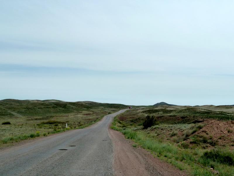 20130510. На дороге A-358 через Чу-Илийский хребет.