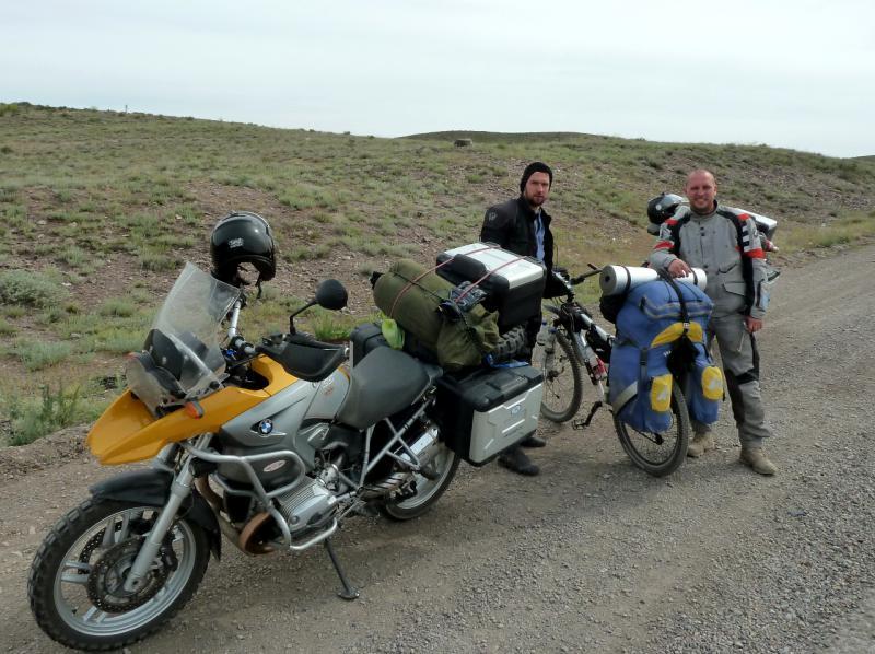 20130510. Российские мотоциклисты на дороге A-358 через Чу-Илийский хребет.