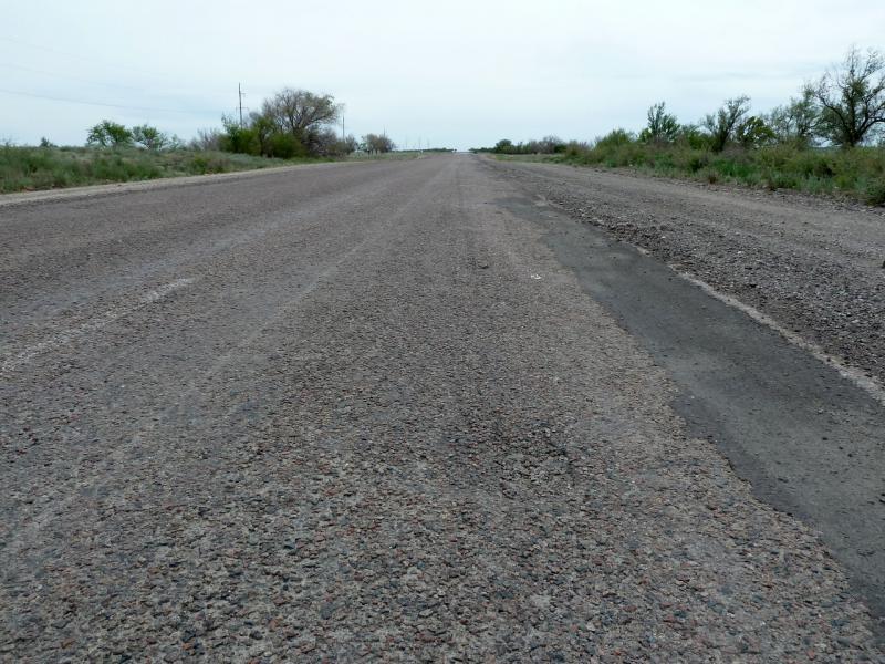 20130511. Асфальтовое покрытие дороги А-358, в северной части Чуйской долины.
